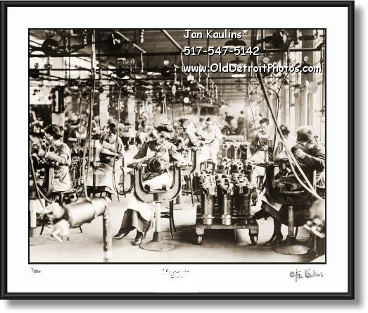 Click on this image to see an enlarged view of LINCOLN MOTOR CO women welders 1915 photo.