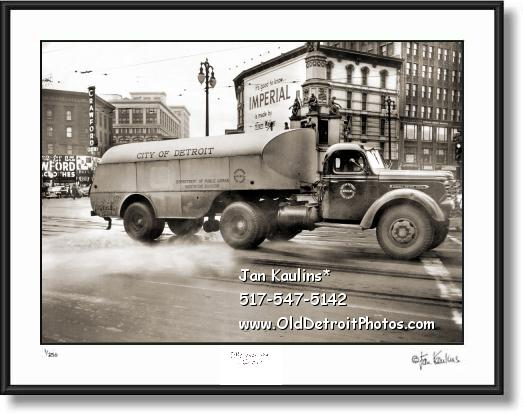 OLD CITY OF DETROIT DPW TRUCK 1949 photo