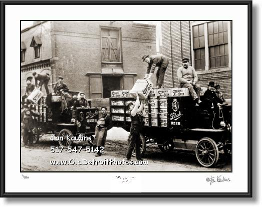 Click on this image to see an enlarged view of STROHS BREWERY 1905 Strohs Brewery photo.