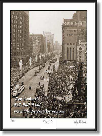 Click on this image to see an enlarged view of DETROIT JUBILEE PARADE 1946 old photo print.
