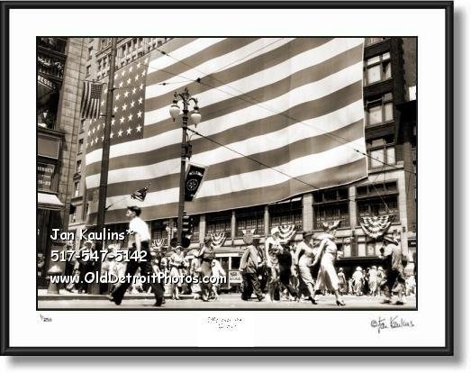 JL HUDSON'S GIANT FLAG 1934 Detroit photo