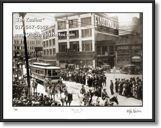 OLD DETROIT CIRCUS PARADE Gratiot Ave 1910