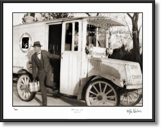 Click on this image to see an enlarged view of DETROIT CREAMERY TRUCK photo picture 1915.