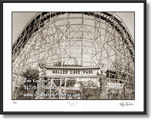 Click on this image to see an enlarged view of WALLED LAKE Amusement Park photo picture.